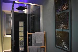 A bathroom at Appartamenti Bruzzanese
