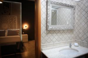 A bathroom at Saint Joseph
