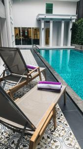 The swimming pool at or near Villa De Pranakorn - Relais & Chateaux