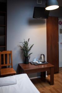 Telewizja i/lub zestaw kina domowego w obiekcie Hostel Flamingo Centrum