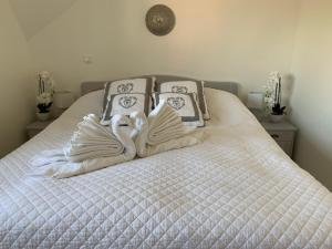 A bed or beds in a room at Leyla