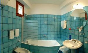 A bathroom at Hotel Le Fioriere