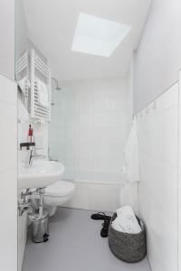 Ein Badezimmer in der Unterkunft VISIONAPARTMENTS Neustadtstrasse - contactless check-in