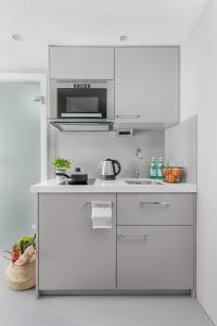 Küche/Küchenzeile in der Unterkunft VISIONAPARTMENTS Neustadtstrasse - contactless check-in