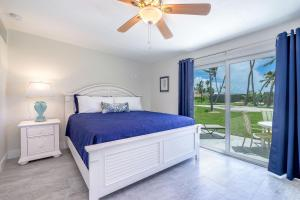 A bed or beds in a room at Matecumbe Resort