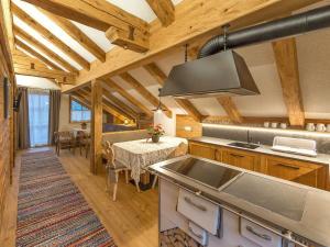 A kitchen or kitchenette at Chalet Piz da Peres