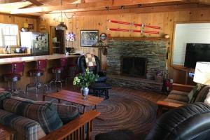 The lounge or bar area at Coffee Pot Cabin