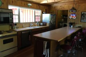 A kitchen or kitchenette at Coffee Pot Cabin