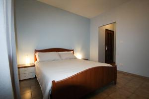 A bed or beds in a room at AceroRosso B&B