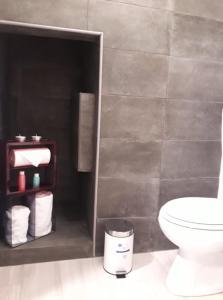 A bathroom at Cacilhas Apartments House