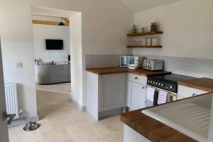 A kitchen or kitchenette at Cart Shed Cottage
