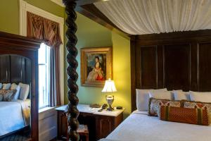 A bed or beds in a room at Eliza Thompson House, Historic Inns of Savannah Collection