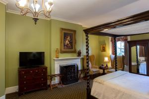 A television and/or entertainment center at Eliza Thompson House, Historic Inns of Savannah Collection