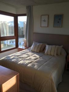 Una cama o camas en una habitación de BTWINS , PINAMAR
