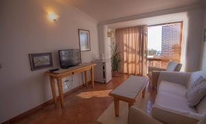 A television and/or entertainment centre at Apartments and Rooms Levantin Inn