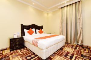 Cama ou camas em um quarto em OYO 333 Dheyof Al Wattan For Hotel Suites