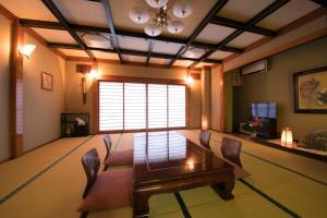 A seating area at Hotel Housenkaku
