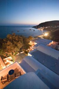 Θέα της πισίνας από το Ξενοδοχείο Ακρωτήρι ή από εκεί κοντά