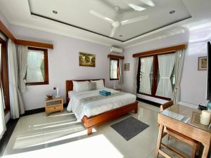 A bed or beds in a room at Villa Rangga Bodhi