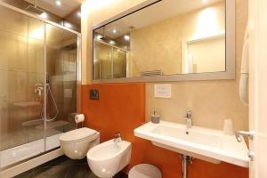 A bathroom at Uffizi Harmony