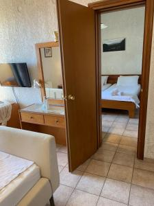 A bathroom at Sariza Spring Hotel