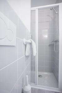 A bathroom at Centre Jean XXIII