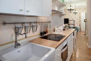 A kitchen or kitchenette at Valentina Home