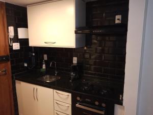 A cozinha ou cozinha compacta de Studio Copacabana