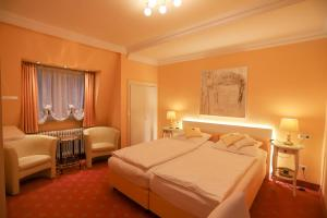 A bed or beds in a room at Hotel Modena