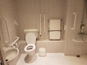 A bathroom at ibis Cardiff Gate - International Business Park
