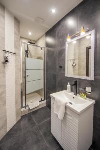 Vonios kambarys apgyvendinimo įstaigoje Modern Apartments on Baseina near Arena City