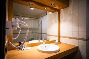 A bathroom at Hotel Ter Duinen - La Guera