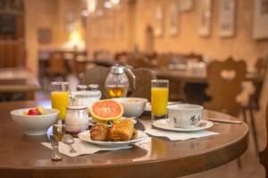 Breakfast options available to guests at Couvent du Franciscain