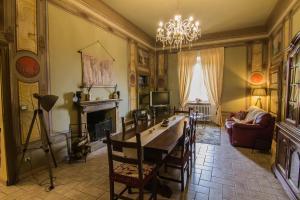 A restaurant or other place to eat at La Dimora dei Viandanti