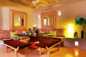 A seating area at Casa Logos Hotel Boutique