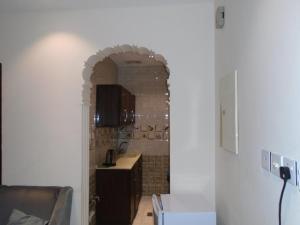 A cozinha ou cozinha compacta de Rafahiat Jeddah Hotel Suites 2