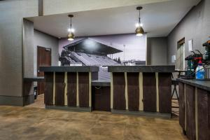The lobby or reception area at La Quinta by Wyndham Eugene