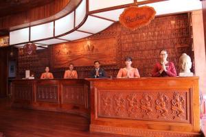 Lobby/Rezeption in der Unterkunft Ta Prohm Hotel & Spa