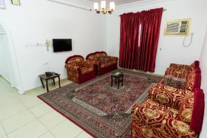 Uma área de estar em AlEairy Apartments - Al Madinah 8