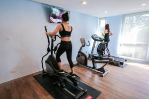 The fitness centre and/or fitness facilities at Crystal Suites Suvarnbhumi Airport