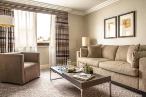 A seating area at Jumeirah Lowndes Hotel