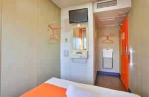 A bathroom at easyHotel Sofia