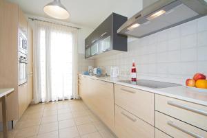 Een keuken of kitchenette bij Ereza Villas Las Buganvillas