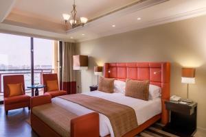 Кровать или кровати в номере Arjaan by Rotana - Dubai Media City