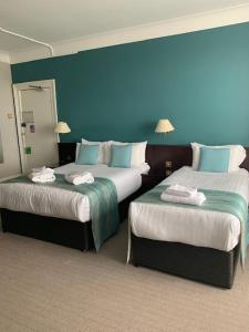 A bed or beds in a room at Royal Clifton Hotel