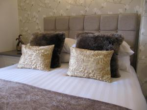 A bed or beds in a room at Brigstock House