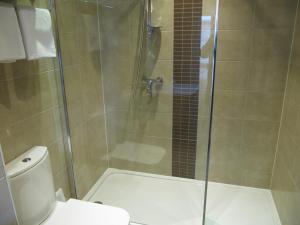 A bathroom at Brigstock House