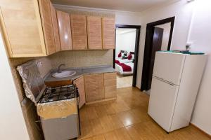A cozinha ou cozinha compacta de Al Eairy Apartments - Al Madinah 4