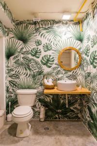 Een badkamer bij Selina Cancun Downtown