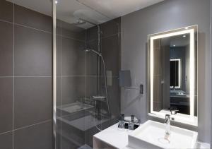 A bathroom at Novotel Leicester